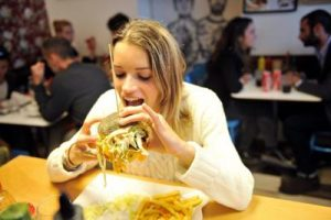 mangiare_hamburger_ftg