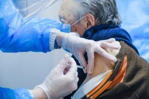 vaccino_anziano_new_fg_1-0-1981736931