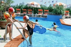 Attenzione alle piscine il cloro provoca seri danni alla for Cloro nelle piscine